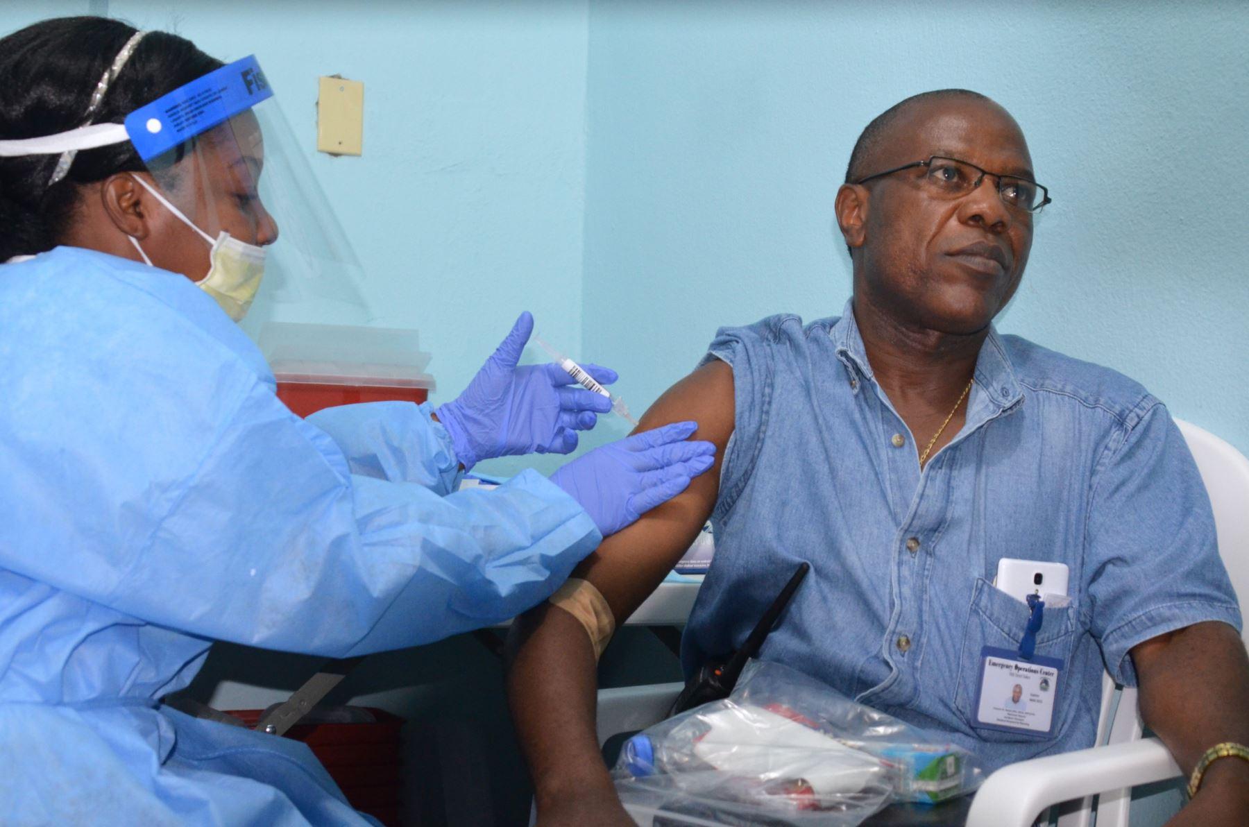 Una vacuna eficaz al 100% contra el Ébola, según primer ensayo en el terreno