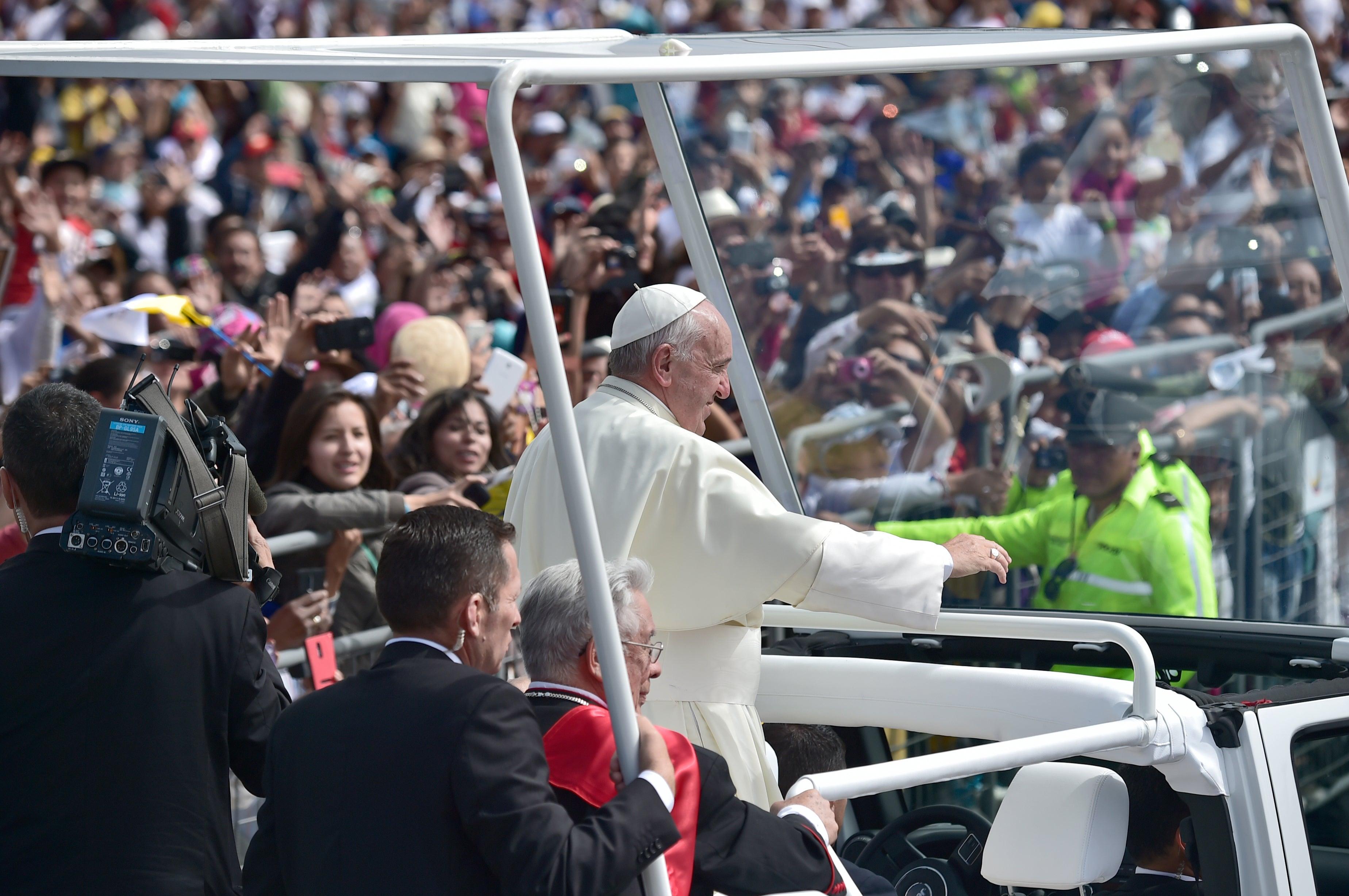 EN VIVO: Francisco intenta aliviar tensión política en Ecuador antes de misa campalM