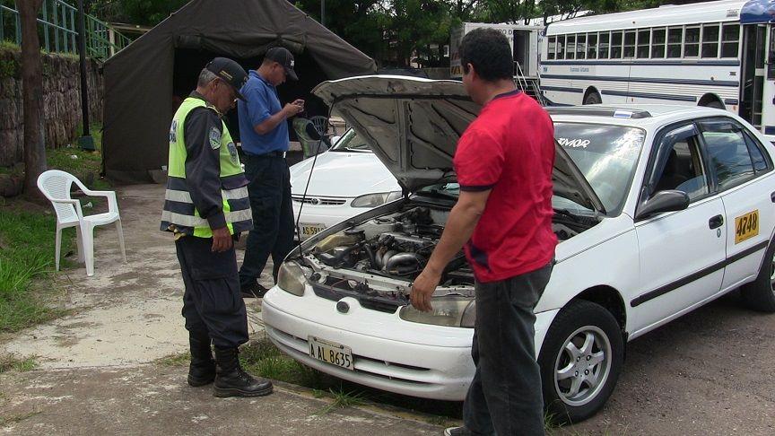 DGT anuncian revisión de taxis, modelos viejos  saldrán de circulación