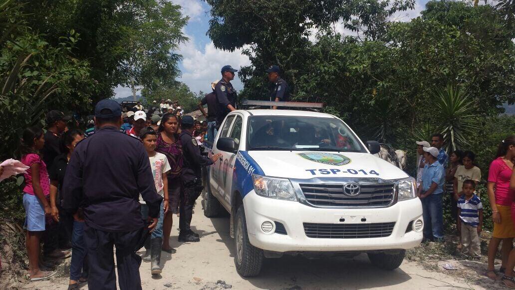 Familiares y amigos dan el último adiós a policía hondureño