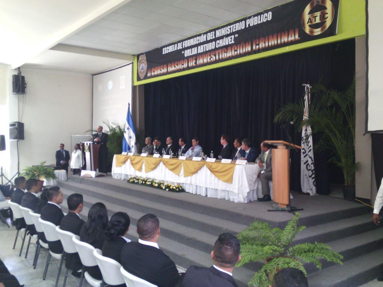Embajador Nealon apadrina segunda promoción de agentes de Investigación del MP