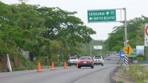 Honduras: Un joven muere al caer carro en un abismo; dos heridos