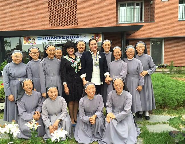 Primera dama gestiona apoyo de monjas coreanas