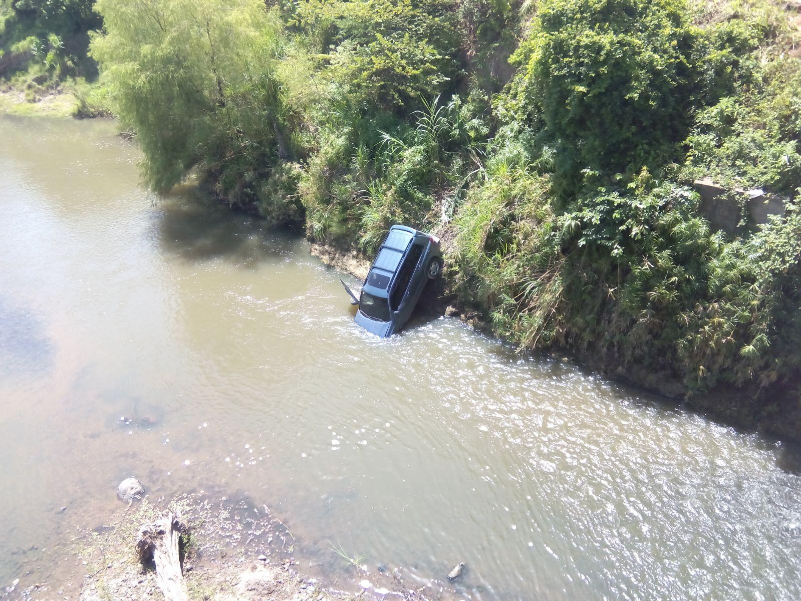 Honduras: Muere salvadoreño tras caer con su carro de un puente