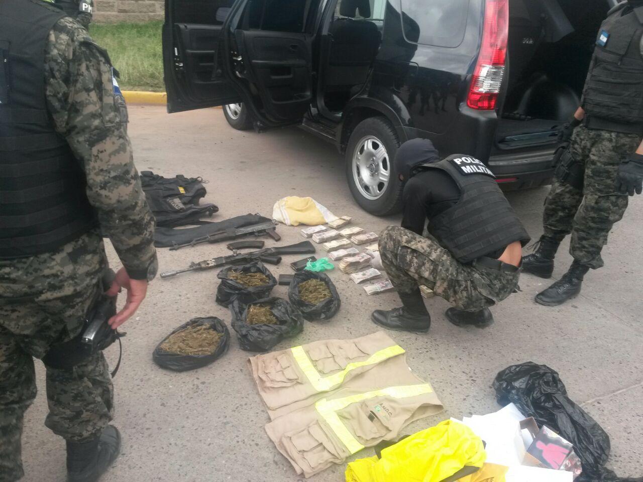 Casi un millón de lempiras, armas y droga encuentran en camioneta de lujo en Tegucigalpa