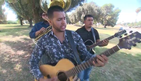 """Ariel Núñez sorprende con su tema musical """"Con el dinero baila en perro"""""""