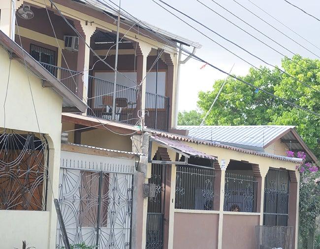 Honduras: Estudiante ya está en su casa, tras caer de techo de colegio