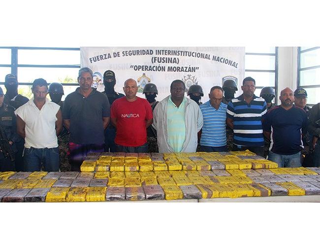Investigan conexión entre avioneta y los 120 kilos de coca