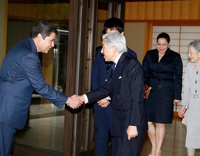 Emperador de Japón recibe a Presidente y Primera Dama de Honduras