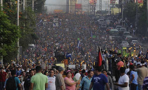 Oposición a la reelección se va este viernes a las calles