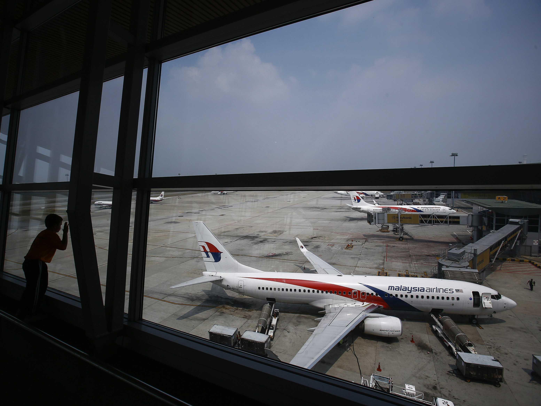 Familiares de fallecidos en el vuelo MH17 demandan a exjefe separatista ruso