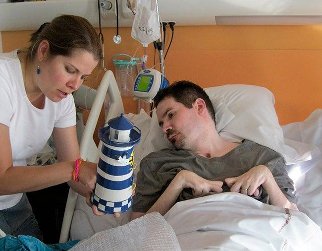 Médicos anuncian este jueves si dejan morir a francés en estado de coma desde hace ocho años