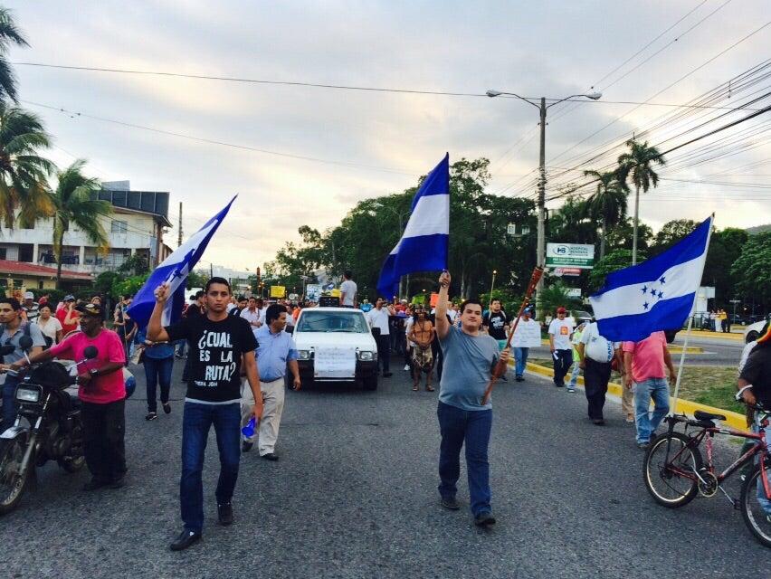 """Honduras: Los """"Indignados"""" en San Pedro Sula salen con sus antorchas a las calles"""