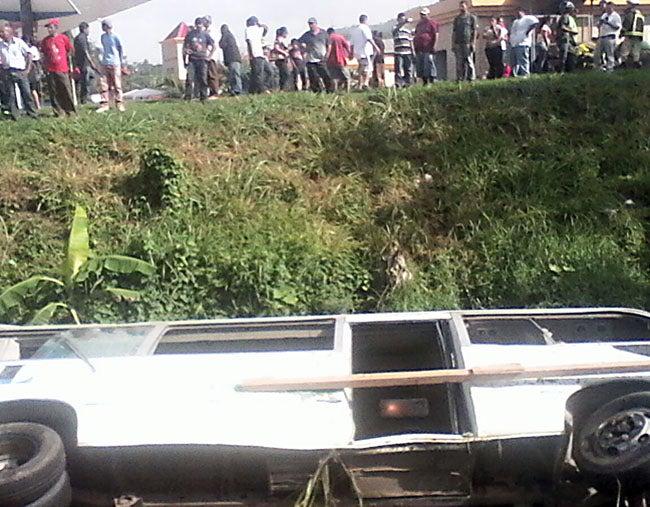EL PERCANCE FUE EN BÚFALO : Muere señora herida en accidente de bus