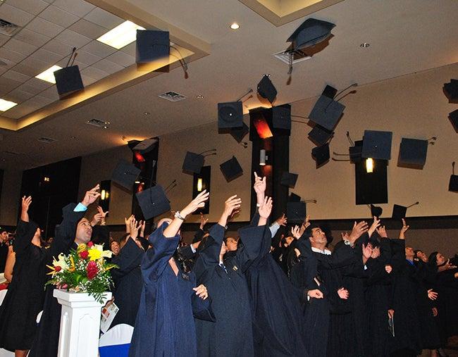 Celebración por los nuevos graduados de la Universidad  Pedagógica