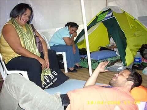 Revelan antigua foto de Julieta Castellanos en huelga de hambre