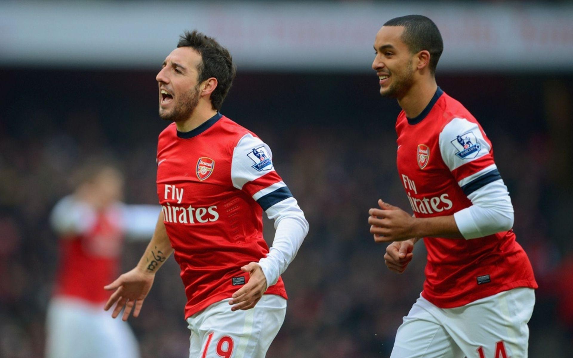 Theo Walcott y Santi Cazorla renuevan con el Arsenal