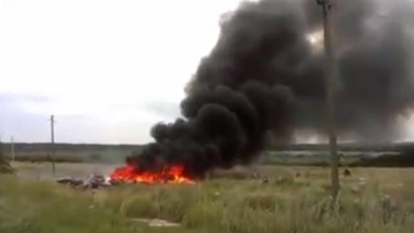 VIDEO: Escenas nunca vistas de la caída del avión de Malaysia en Ucrania