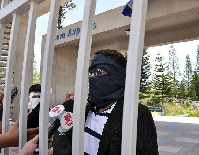 Honduras: Estudiantes de la Universidad Nacional siguen con caras tapadas