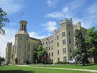 Universidad cristiana quitará cobertura de salud a sus estudiantes en EEUU