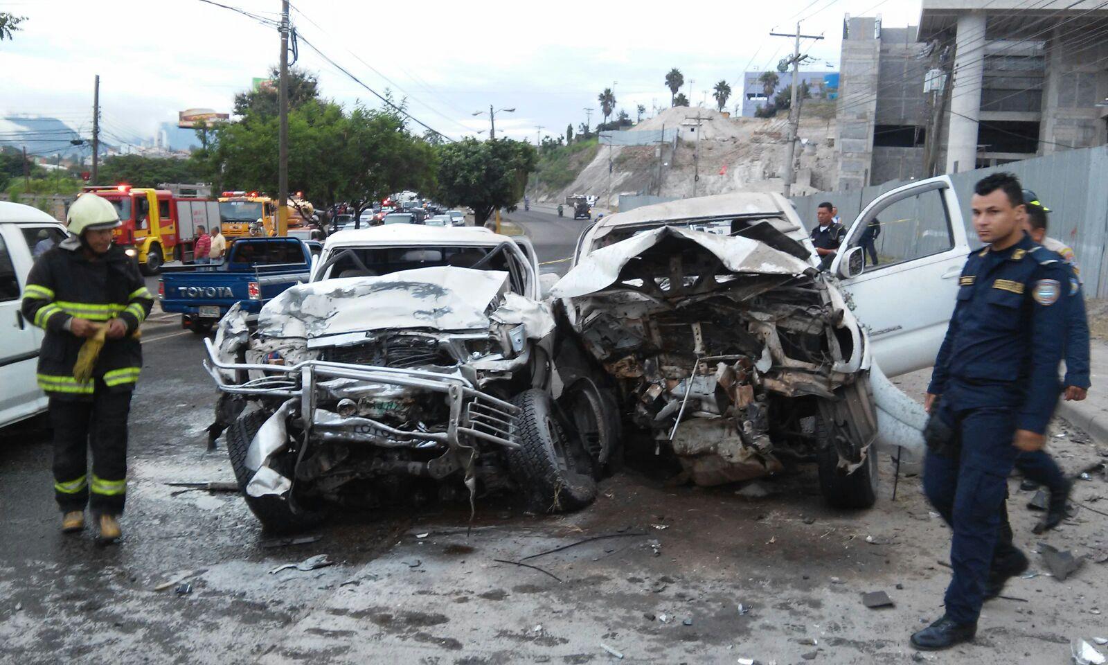 Honduras: Tiroteo provoca accidente entre cuatro carros; dos muertos y varios heridos