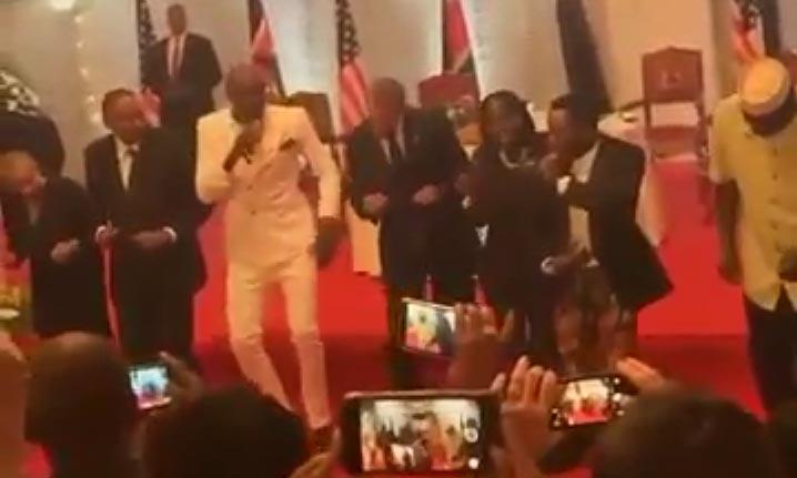 Youtube: Obama demuestra sus mejores pasos de baile en Kenia