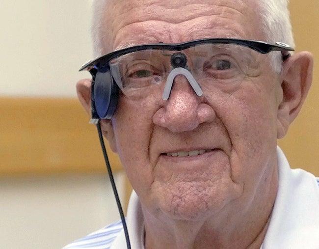 Con Retina biónica recupera la visión un británico