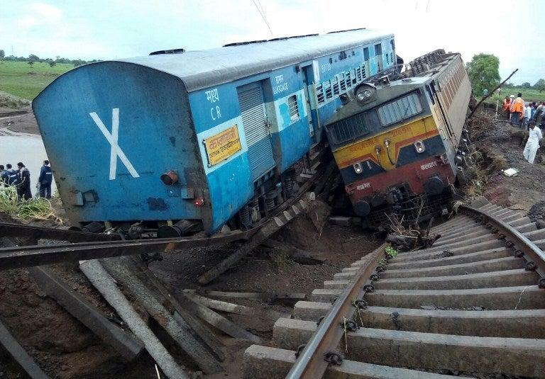 Al menos 27 muertos en India tras el descarrilamiento de dos trenes