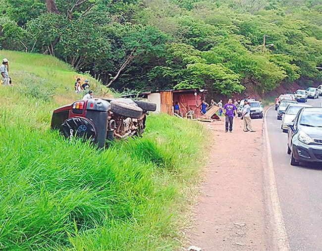 Venían del colegio: Camioneta sin frenos embiste a pareja en Santa Lucía