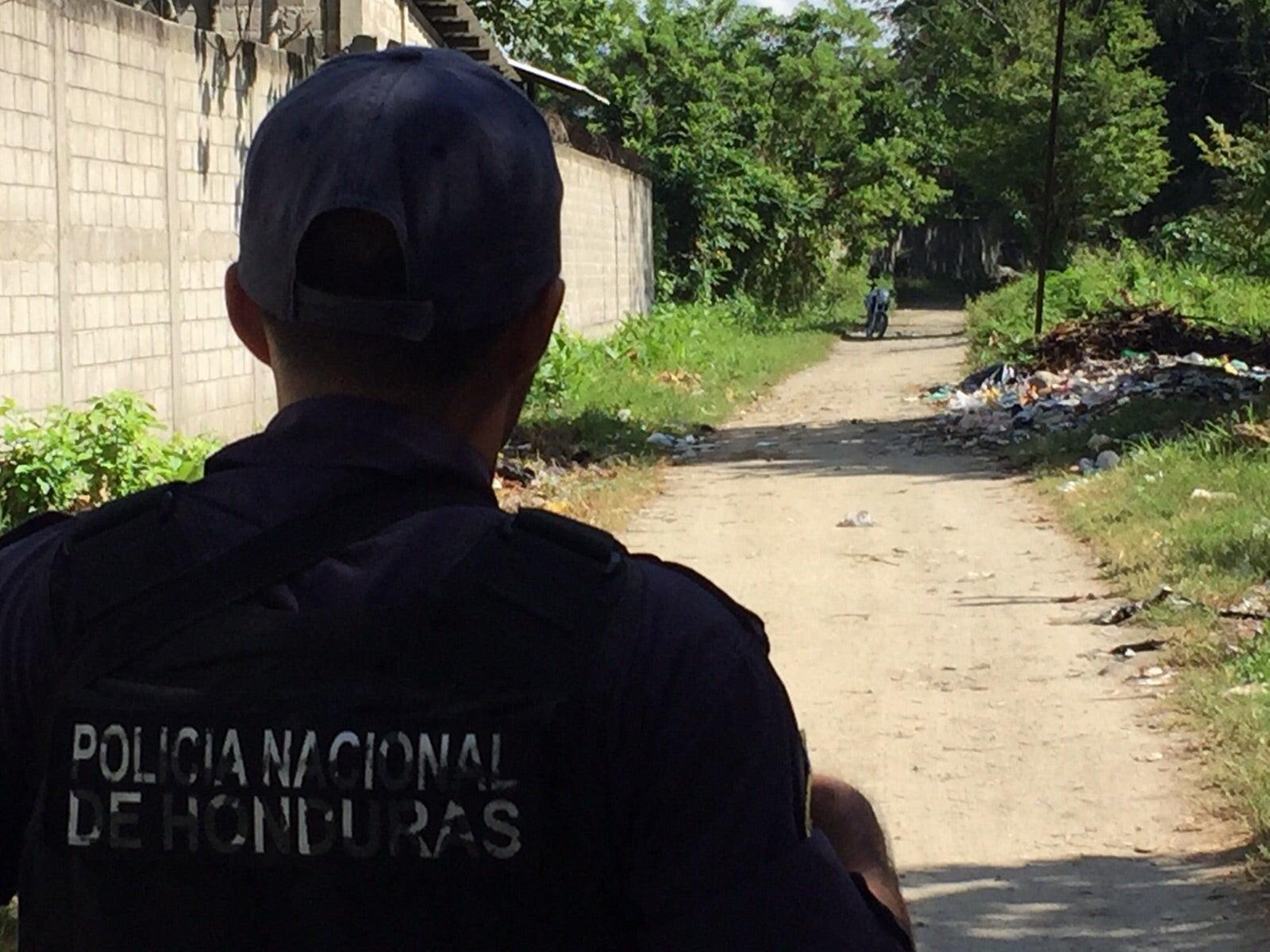 Honduras: Entre la basura hallan el cuerpo de un hombre en San Pedro Sula