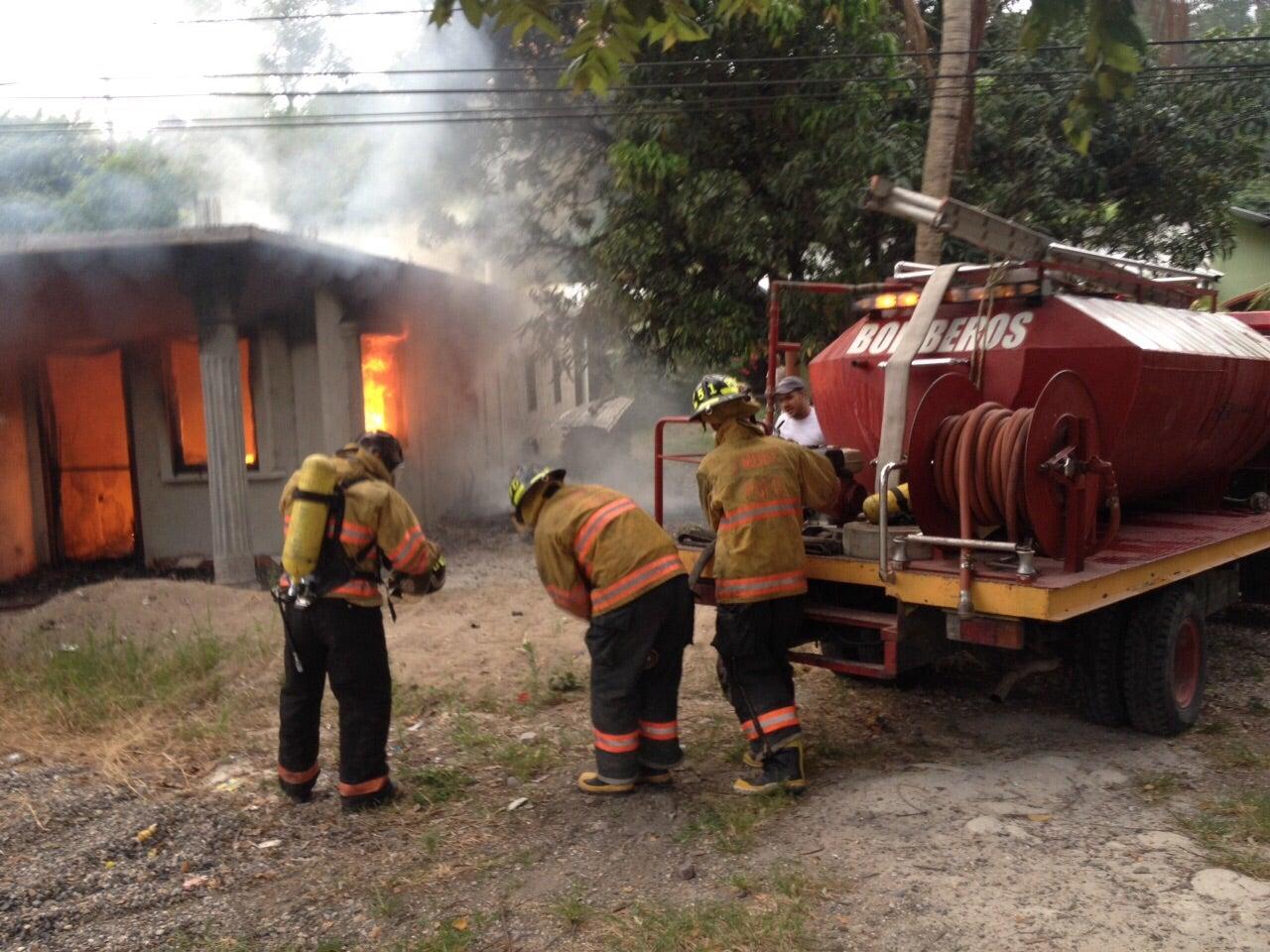 Honduras: Bomberos apagan fuego tras explosión de otra cohetería en Copán