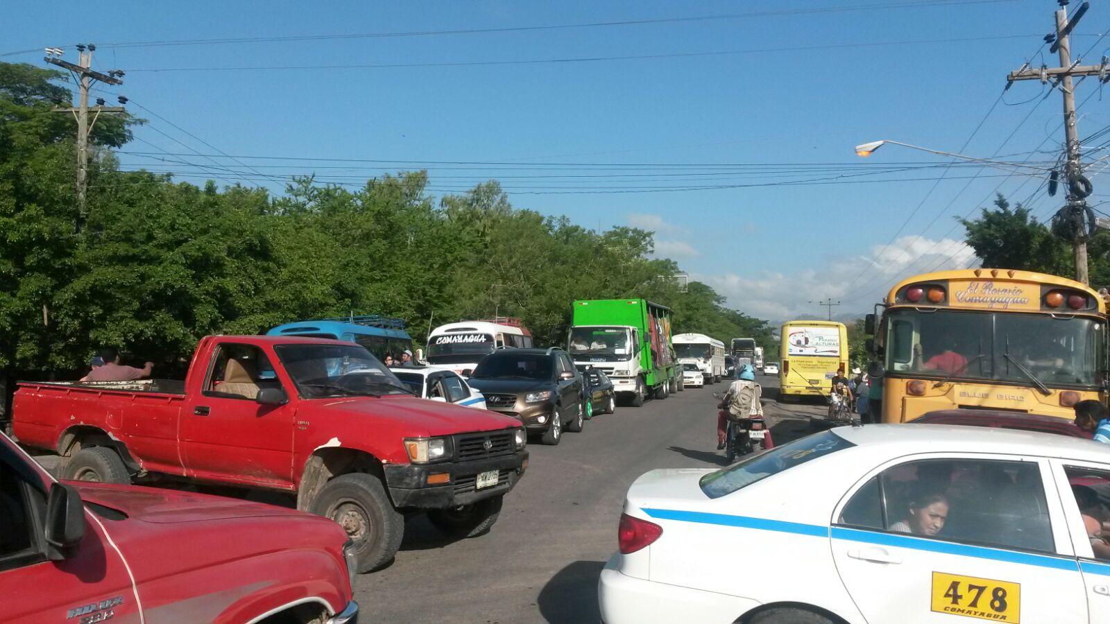 Honduras:  Transportistas en contra de la apertura de la Central cierran las salidas de Comayagua