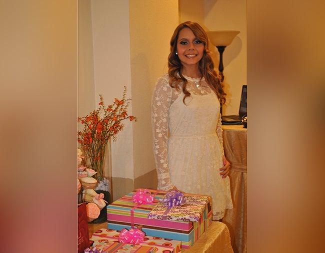 Cecille Isel celebra su despedida de soltera