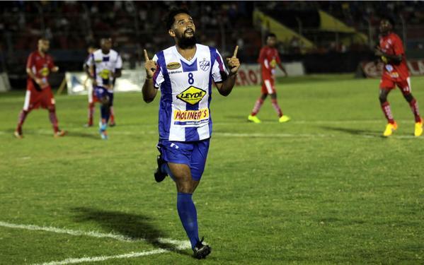 Victoria vence 1-0 al Vida con gol de Miguel Castillo