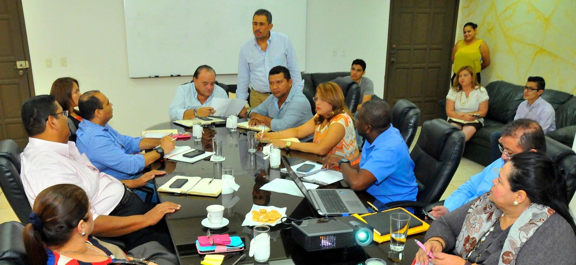 Fuerzas vivas de Colón y Yoro exigen reparación de vías de comunicación