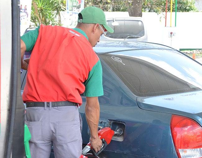 Precio de gasolinas  bajaría un lempira en Honduras