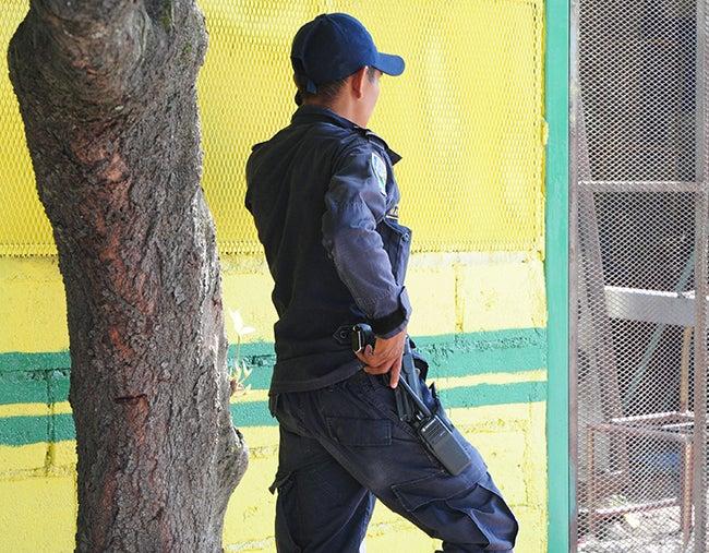 Honduras: Policías prefieren el bono, no el tiempo de comida