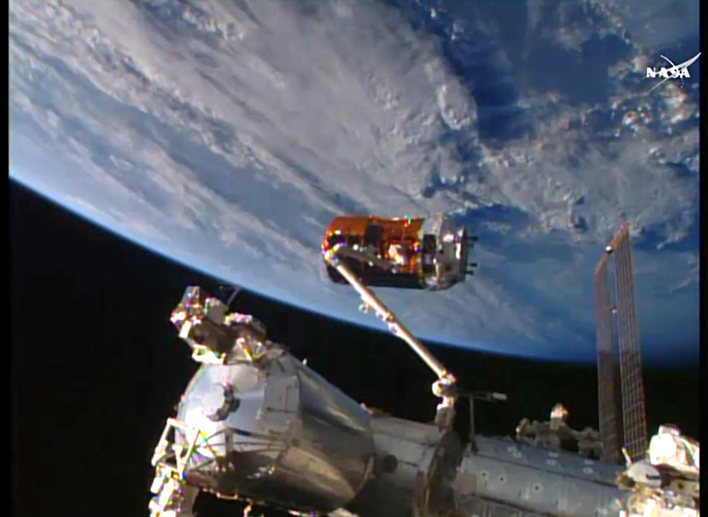 Lanzan cohete japonés de reabastecimiento rumbo a la Estación Espacial Internacional