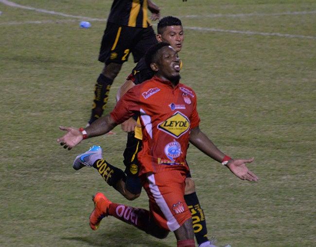 Torneo Apertura 2015-16: Crisis aurinegra