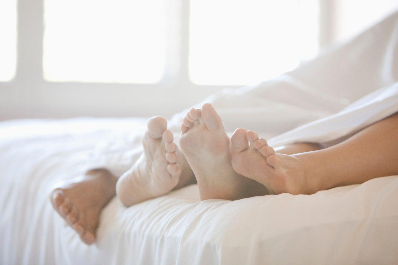 Estudio revela la hora perfecta para tener intimidad con tu pareja