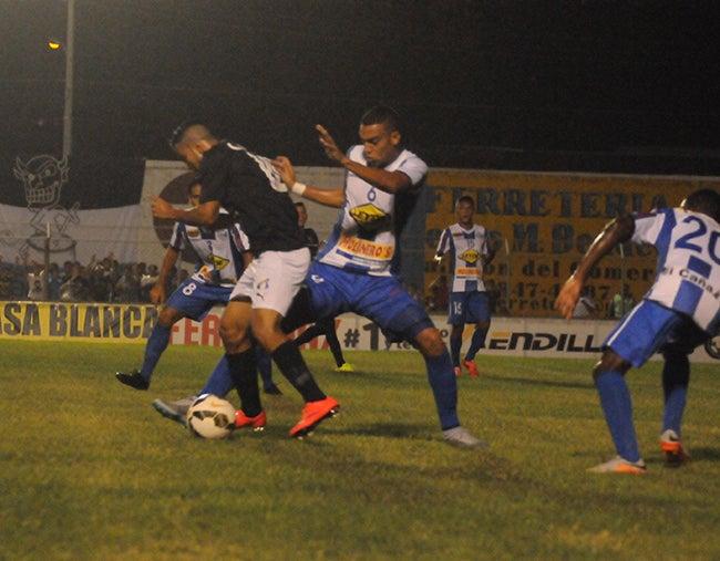 Liga Nacional: Victoria frena al Honduras en su campo