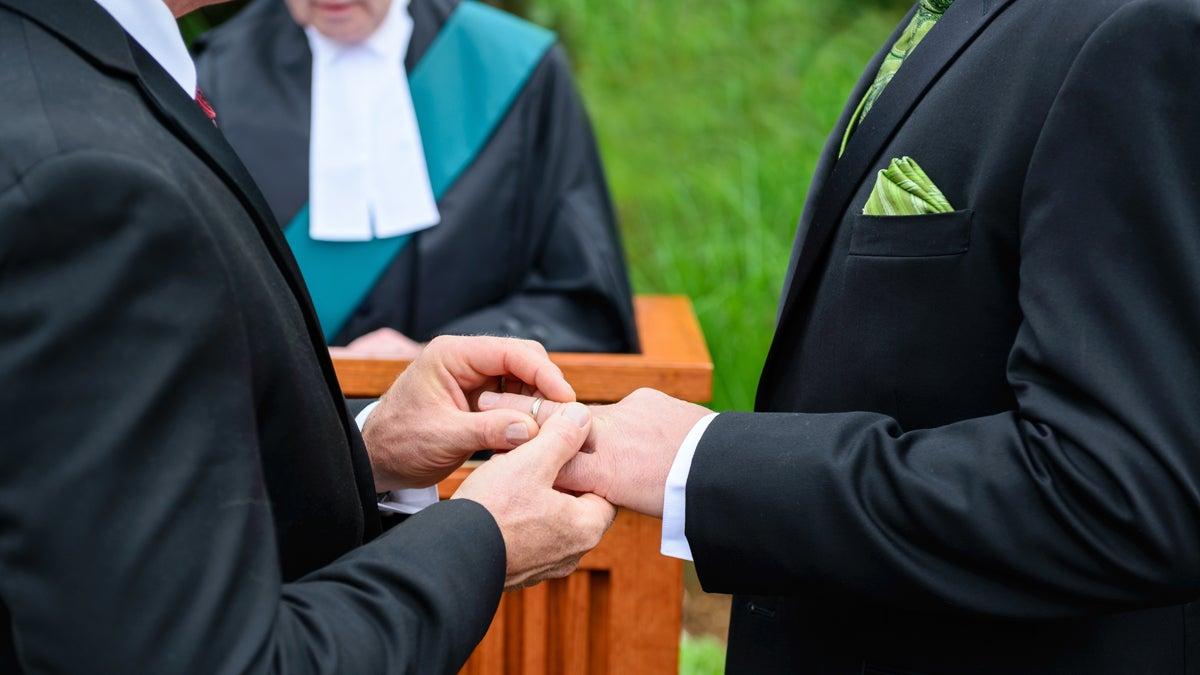 Iglesia costarricense contra matrimonios gay y fecundación in vitro