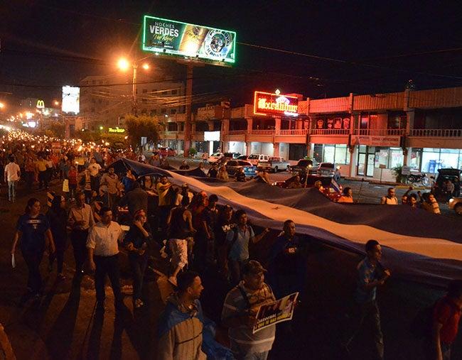Honduras: Indignados esperan reunirse con Almagro