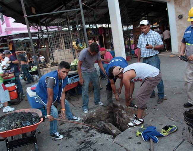Limpian mercados para prevenir inundaciones
