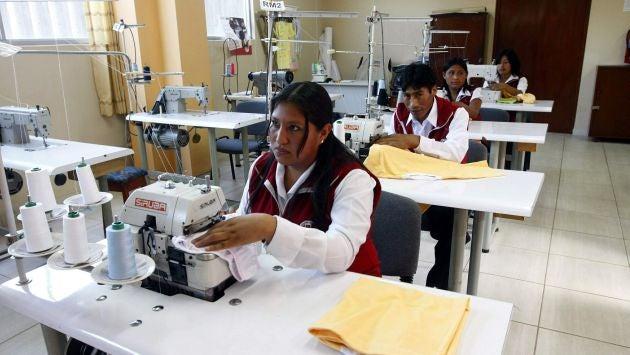 Microempresarios confeccionarán uniformes escolares que entregará el gobierno
