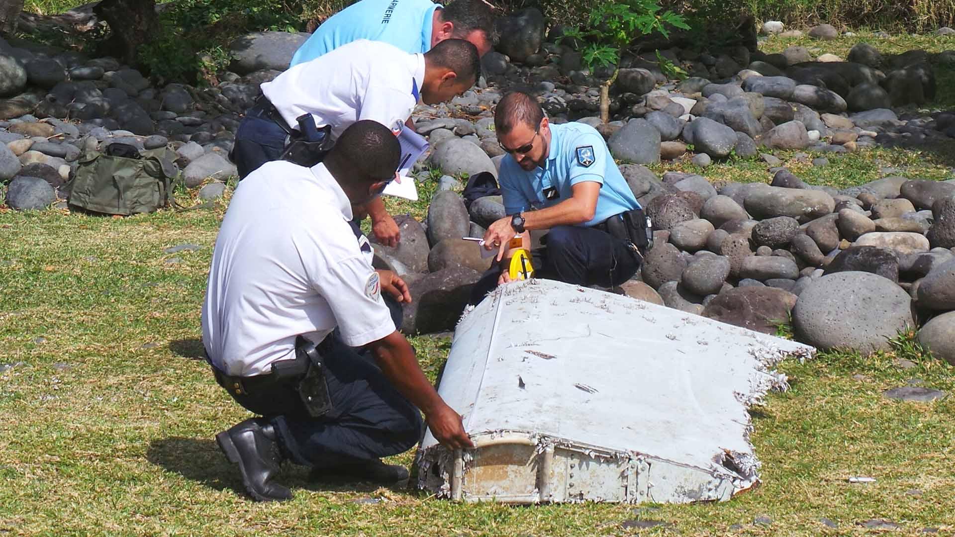 Se retoma la búsqueda en zona donde se halló trozo de avión malasio en La Reunión