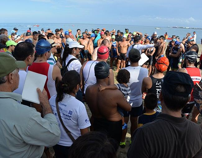 Triatlón Puerto Cortés: Atletas vencen el cansancio y las altas temperaturas