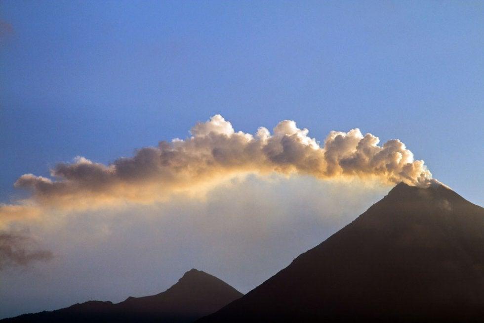 Volcán de Fuego vuelve a incrementar su actividad en Guatemala