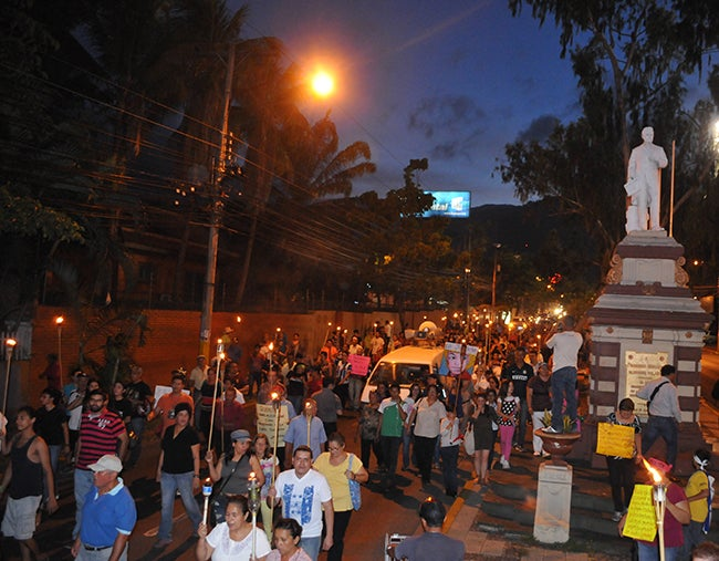 Indignados de SPS rinden tributo a Morazán