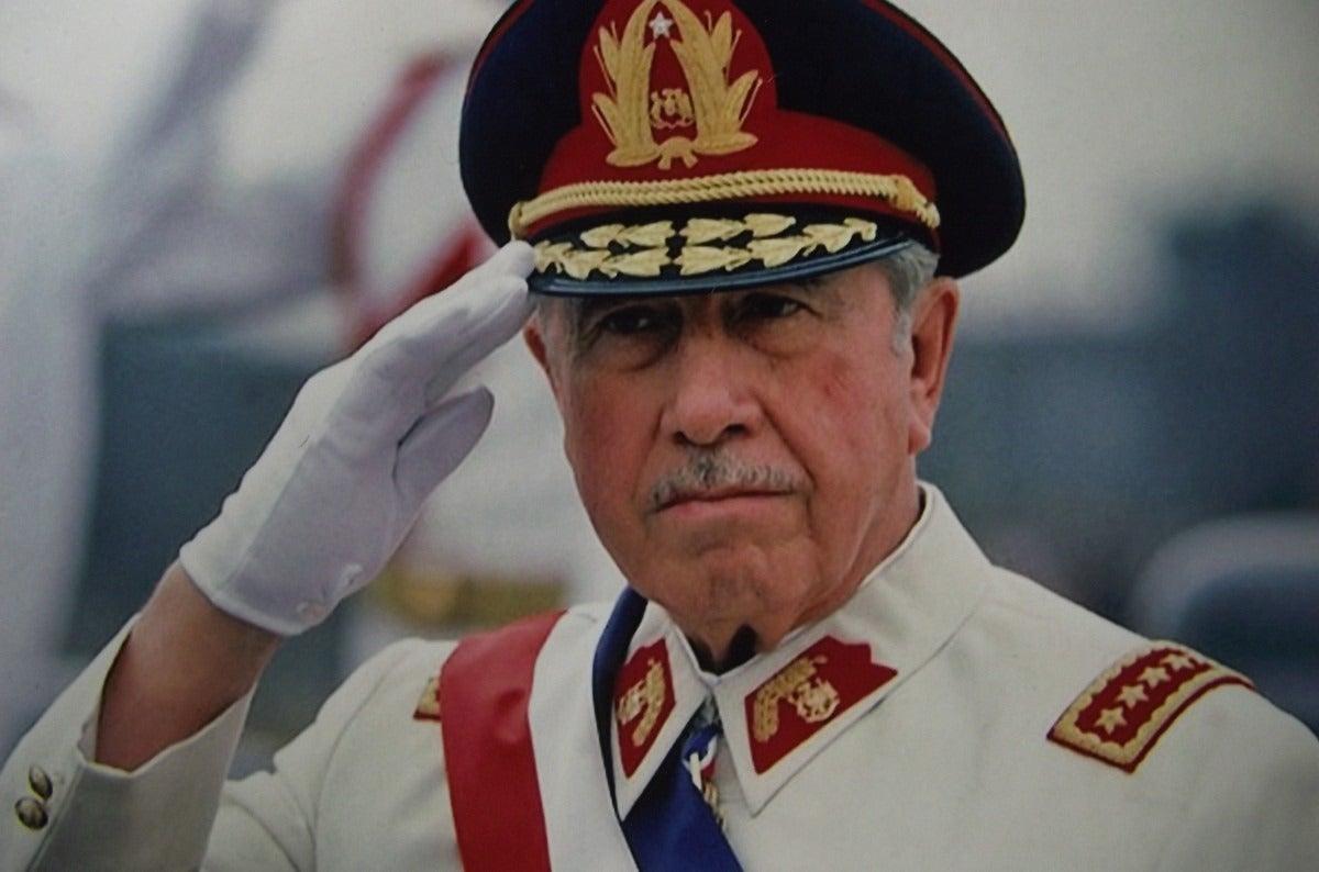 Pinochet encubrió el caso de jóvenes quemados en dictadura chilena, según archivos de EEUU